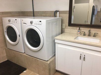Havens Wharf Marina is equipped with a washer and dryer